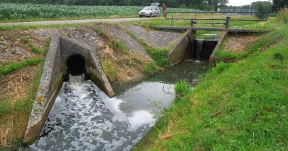 Figure 2: Supplying the Bolscherbeek with effluent from the Haaksbergen sewage treatment plant exceeds the natural basic drainage in the summer period (Photographer: Bas Worm, Waterschap Vechtstromen).